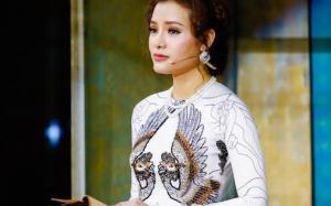 """Ca sĩ Việt kiều Phương Trinh Jolie: """"Mẹ mất mà không có chỗ để quan tài, tôi đã mua sẵn phần huyệt mộ cho mình để sau này được nằm cạnh mẹ!"""""""