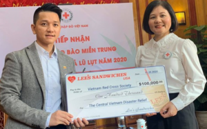 Lee's Sandwiches ủng hộ $100,000 giúp đồng bào bão lụt Việt Nam