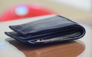 Chuyện hi hữu ở Canada: Chiếc ví 'thất lạc' 54 năm quay về với chủ cũ