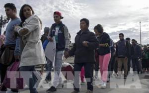 Mỹ ngừng trục xuất người nhập cư trong 100 ngày