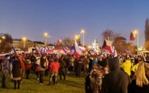 Séc: Tâm lý cực đoan ngày càng phổ biến do dịch bệnh kéo dài