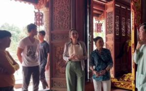 Diễm Hương tới nhà thờ Tổ thắp hương cho Chí Tài, được Hoài Linh hé lộ câu chuyện ly kỳ