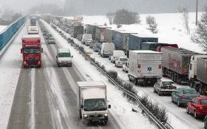 Séc: Cảnh báo giao thông nguy hiểm do tuyết và băng hình thành