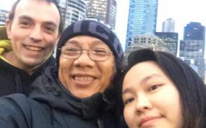 NS Trung Dân chảy nước mắt khi biết con gái đi dọn phòng, chà toilet, rửa chén kiếm tiền bên Úc