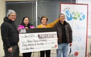 Một gia đình gốc Việt trúng vé độc đắc lớn nhất được mua trên mạng ở Canada