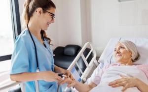Đơn xin vào các chương trình điều dưỡng ở Ontario tăng khi các vị trí tuyển dụng tăng lên